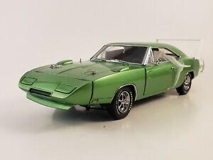 "Danbury Mint 1969 Dodge Daytona 440 ""BRIGHT GREEN METALLIC"" w/ Paperwork 1:24"