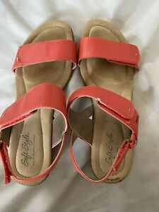 Soft Style By Hush Puppies Women's  coral Sandal sz 9.5
