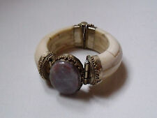 Important bracelet ancien 'matière naturelle, laiton  & pierre brute mauve
