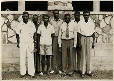 PHOTO ANCIENNE - VINTAGE SNAPSHOT - GROUPE AFRIQUE MODE PIED BLESSURE DRÔLE