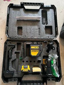 DEWALT DW088LG Green Cross-Line Laser Level DCB107 Charger, battery and Case