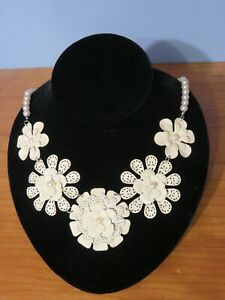 Showy Off White Floral Design Necklace