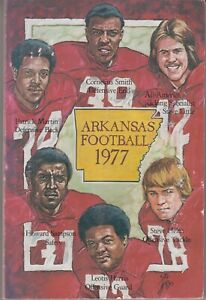 1977 Arkansas Football Guide Book - Lou Holtz / Monte Kiffin / Steve Little +