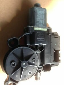 VW POLO 2014 FRONT PASSENGER SIDE WINDOW MOTOR IN GOOD WORKING CONDITION TESTED