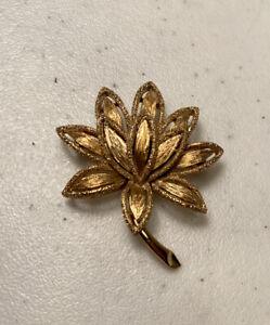 VINTAGE FLOWER BROOCH AVON SIGNED PIN GOLDTONE PETALS SUNBURST TEXTURED PRETTY