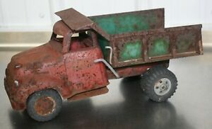 """1950s TONKA TOYS PRESSED STEEL RED and GREEN 13"""" LONG DUMP TRUCK"""