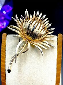 STRIKING 1960'S CROWN TRIFARI GOLD PLATED FINISH FLORAL LEAF THISTLE BROOCH