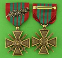 French CROIX de GUERRE MEDAL & PALM  - WWII WW2 WAR CROSS  -USA Made - Full Size
