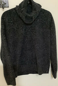 Old Navy Active - women's size large sweater, work out Gym. Soft