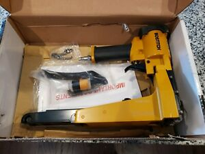 "Bostitch Industrial DS-3522 1-3/8"" Crown 7/8"" Pneumatic Carton Stapler"