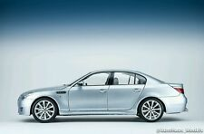 Kyosho 1:18 BMW M5 Sedan E60 - Silver Blue Metallic Dealer Edition