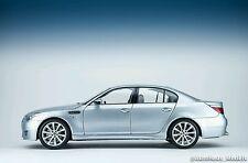 Kyosho 1:18 BMW M5 Sedan E60 - Silver Blue Metallic Dealer Edition