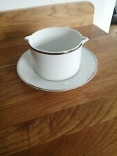 Thomas Medaillon Platinum Wide Band - Gravy / Sauce Boat With Integral Stand