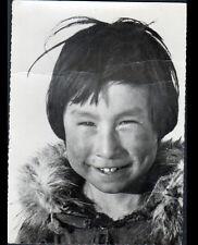 PELLY BAY (CANADA) ENFANT / Portrait ESQUIMAUX en 1959
