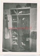 2 x Foto, 6.Ers.Marine-Artl.-Abtlg., Matrose auf dem Zimmer, Spind 1941 (W)1434
