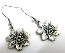 "Pendientes artesanales  "" Mary"" charm de flor en plata tibetana"