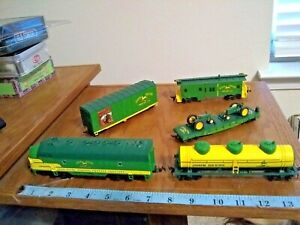 "Athearn HO Train John Deere MODEL ""B"" EXPRESS SET Powered Locomotive +4 CARS"