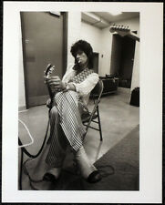 THE ROLLING STONES POSTER PAGE . KEITH RICHARDS BACKSTAGE OF CONCERT . R41