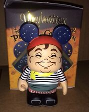 """Singing Pirate 3"""" Vinylmation Pirates of the Caribbean Series #2 Man at Well"""