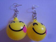 Ohrring gelber runder Smiley grinsend aus Gummi Blinkt beim Bewegen 3823