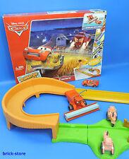 Disney  Cars / BJR75 / Mit  Frank und McQueen Tip-The-Tractors Track Set