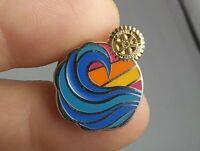 Vintage Rotary Club International pin pinback button *QQ5