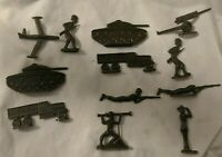 Vintage LUCKY TOYS Comic Book Mail Away Flat Army Soldiers Hard Plastic 12 Pcs