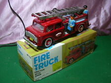 TIN TOY RED CHINA '60 's LATTA MF 718 FIRE TRUCK FRICTION WITH SIREN 26 cm W/BOX