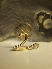 """750 YELLOW GOLD """" FANCY V """" BROOCHE / HALLMARKED 750 - WITH ZIRCONIA !"""