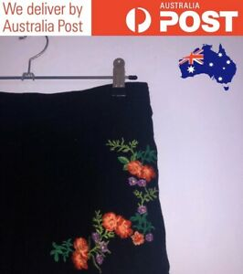 FLORAL EMBROIDERED HIGH WAISTED BLACK SHORTS, RUFFLED HEM, RELAXED - TEMT SIZE 8