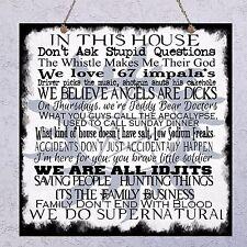 Placa colgante de madera de reglas de familia sobrenatural Geek Home