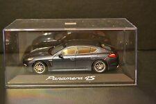 Porsche Panamera 4S 2009 Minichamps in scale 1/43