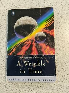 A Wrinkle in Time - Madeleine L'Engle (Puffin Paperback 1995)