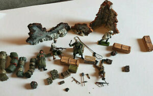 LOT OF MILITARY FIGURES WEAPONS AND ACCESSORIES PLASTIC 1/32 SCALE?