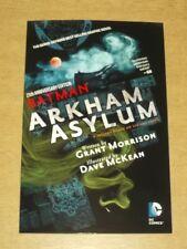 BATMAN Arkham Asylum di Grant Morrison (libro in brossura, 2014) < 9781401251246