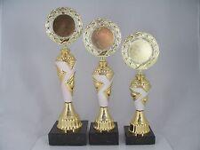 Pokal 3er Serie - inkl. Emblem & Schild mit Gravur - H 24,5/27,5/30,5 cm. Pokale