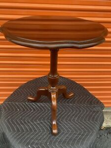 Vintage Round Mahogany Pedestal Tea Occasional Side Candle Table Plant Stand