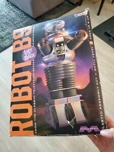 Robot B9 Lost In Space Robot Model Kit