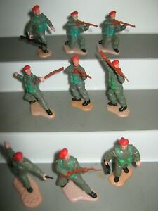 Timpo British soldiers 2nd series red berets full set + one sitting shooter vg/c