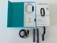Fitbit Alta HR con su correa original azul talla L y otra talla S