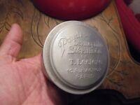 Ancienne Boite Aluminium et ses étiquettes Poudre Dermophile T Leclerc Paris