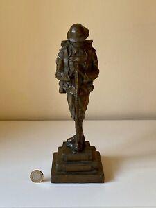WW1 VINTAGE CAST BRONZE BRITISH SOLDIER FIGURINE LEST WE FORGET