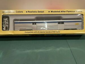 HO 1/87 baggage car VIA Rail Road #8620 model by Con-Cor