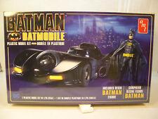 1989 BATMAN BATMOBILE WITH BATMAN FIGURE AMT 1:25 SCALE PLASTIC MODEL CAR KIT