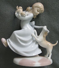 THE VALENICIA COLLECTION FIGURINE,2003, By ROMAN Inc.GIRL w/ DOG,MINT