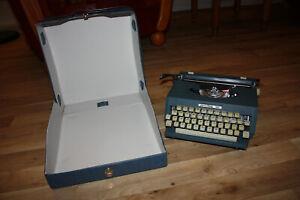 Alte Reise Schreibmaschine blau Privileg 30 Quelle 70er Jahre Liebhaber Sammler