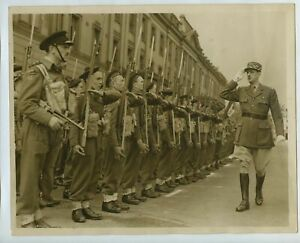 General De Gaulle Inspects Free French Commando Unit 1942 Press Photo