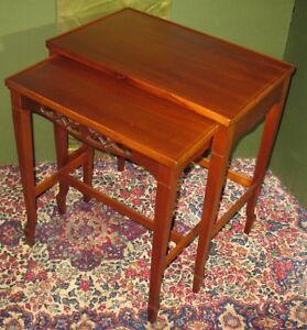 VINTAGE BERKEY & GAY SOLID MAHOGANY SET OF 2 NESTING TABLES SHAPELY LEGS CA1920