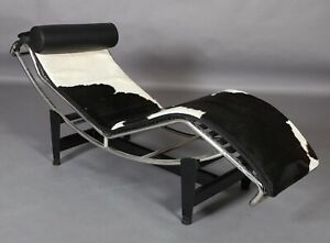 Superb Pony Fur chaise in the manner of Le Corbusier LC4 black & White