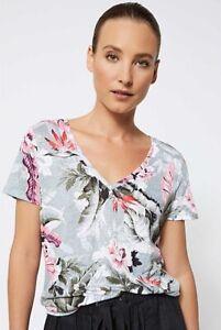 Witchery Grey Floral Print Linen T-Shirt Top Size XXS V Neck Short Sleeve Womens